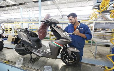 تولید انبوه موتورسیکلت برقی در ایران منوط به اقتصادی سازی باتری لیتیومی است